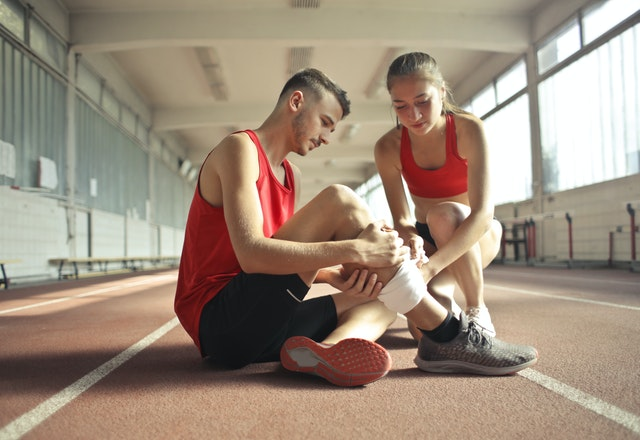 How to Treat Acute and Chronic Sports Injuries